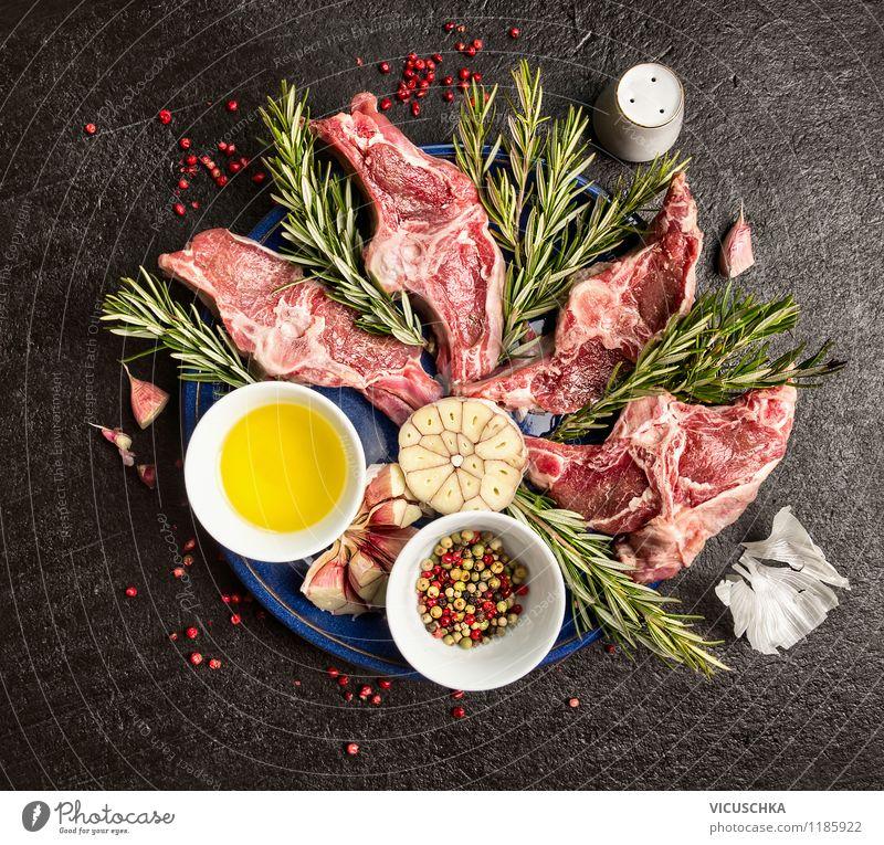 Frische Lamm Doppellkoteletts Lebensmittel Fleisch Kräuter & Gewürze Öl Ernährung Mittagessen Abendessen Festessen Bioprodukte Geschirr Teller
