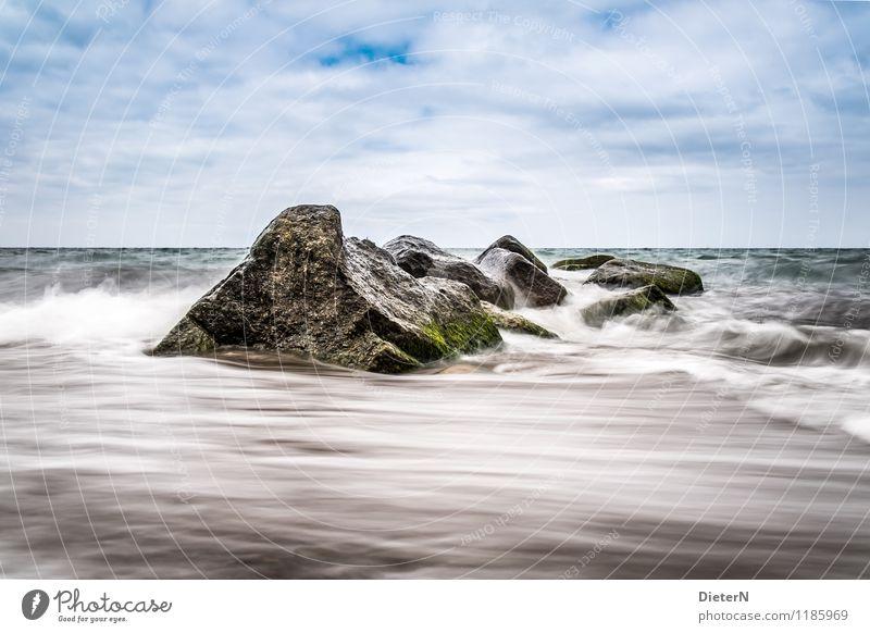 Strukturen Umwelt Natur Landschaft Wasser Himmel Wolken Horizont Wetter Schönes Wetter Wind Küste Ostsee Stein blau braun weiß Algen Felsen Wellen Farbfoto