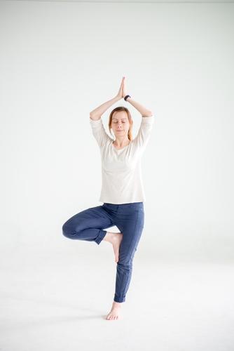 Yoga Mensch Jugendliche schön Junge Frau Erholung ruhig Gesunde Ernährung Leben Sport Gesundheit Lifestyle Zufriedenheit Freizeit & Hobby Körper genießen