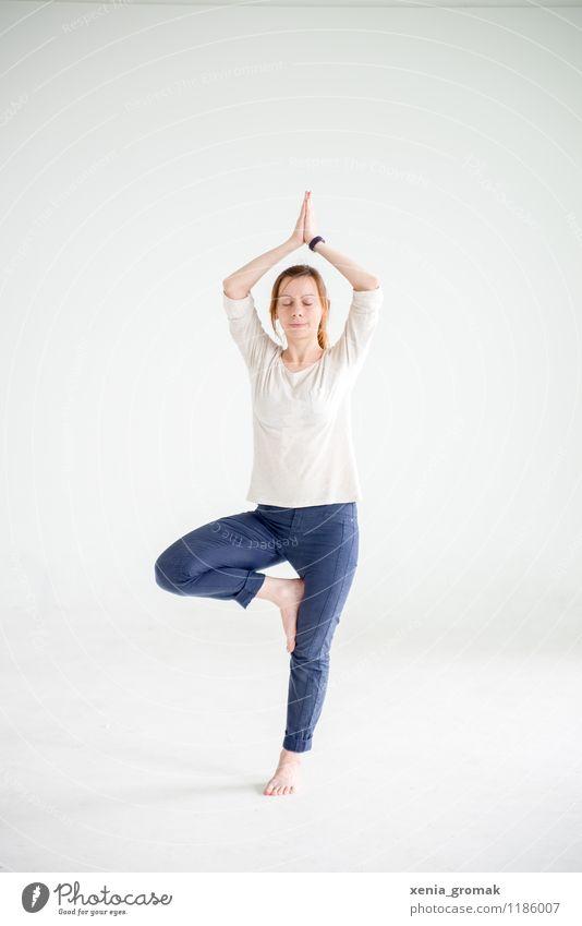 Yoga Mensch Jugendliche schön Junge Frau Erholung ruhig Gesunde Ernährung Leben Sport Gesundheit Lifestyle Zufriedenheit Freizeit & Hobby Körper genießen Fitness