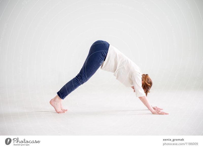 Yoga Mensch Jugendliche schön Junge Frau Erholung ruhig Gesunde Ernährung Leben Sport Spielen Gesundheit Gesundheitswesen Zufriedenheit Freizeit & Hobby Körper Fitness