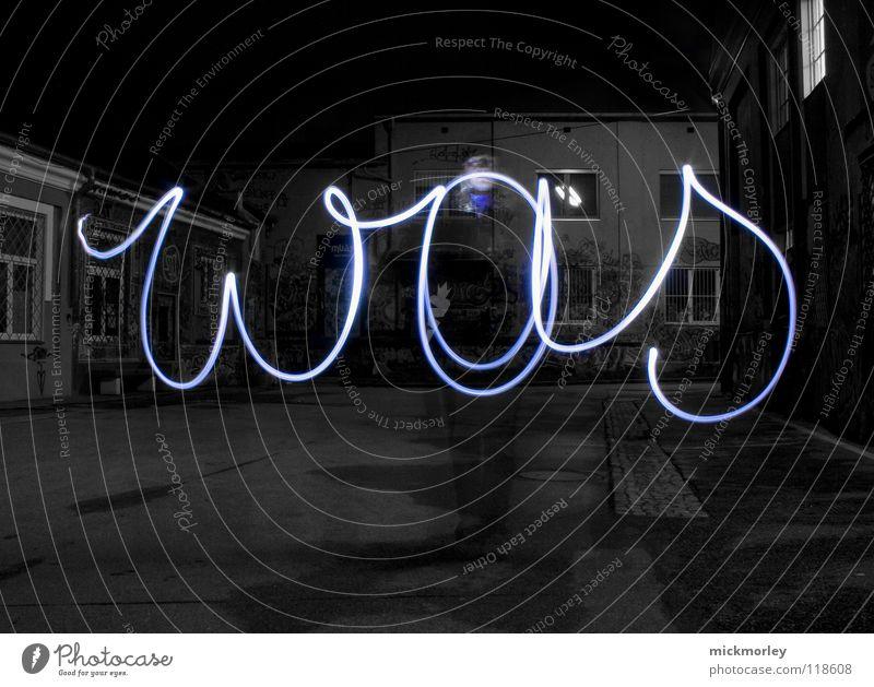 was ist zeit 3 Langzeitbelichtung Belichtung Zeit Schlachthof Rock 'n' Roll Taschenlampe Lampe blau Lichterscheinung Wels roll ledlampe Bewegung Leben Mensch