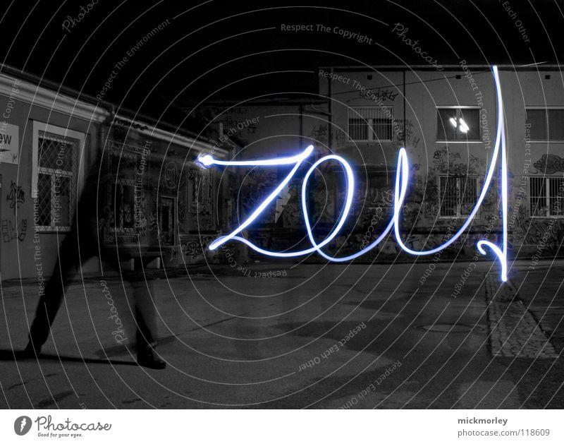 was ist zeit 1 Mensch blau Lampe Leben Spielen Bewegung Zeit Langzeitbelichtung schreiben Musik Belichtung Rock `n` Roll Taschenlampe Schlachthof Wels