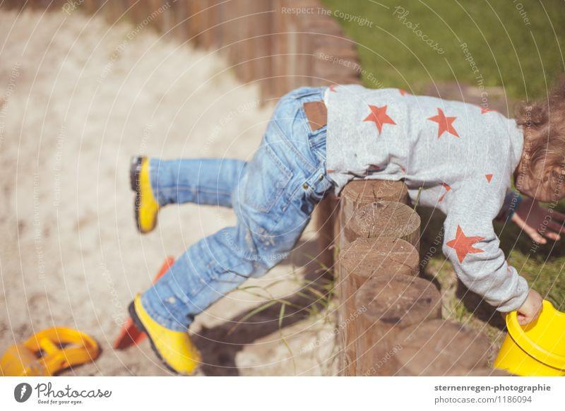 Ich bin dann mal weg Kind Kindheit Kindheitserinnerung Spielen Spielplatz spielend Kindergarten Sandkasten Klettern Stern (Symbol) 3-8 Jahre 1-3 Jahre Kleinkind