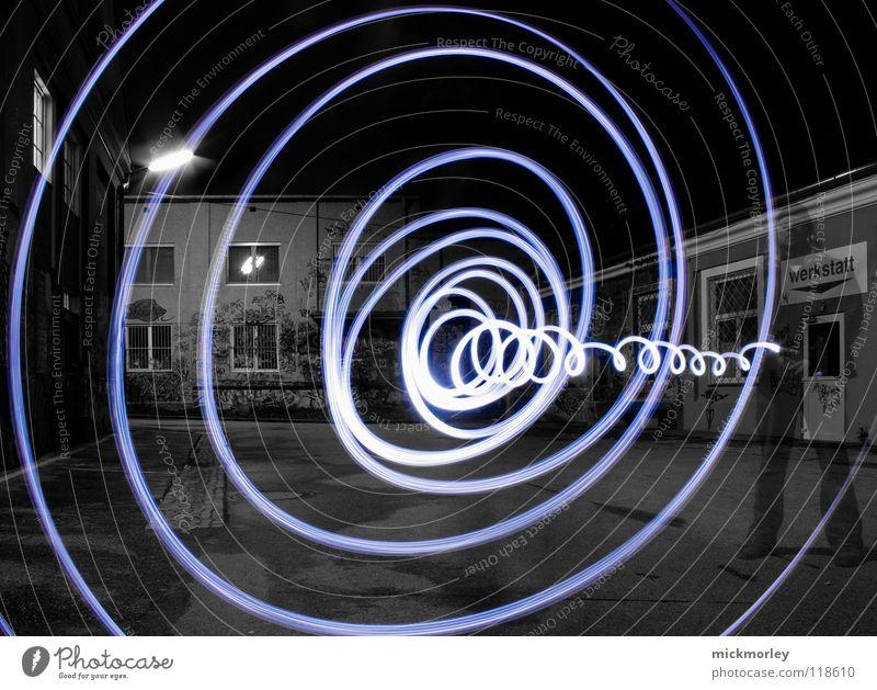 zeittunnel Mensch blau Lampe Leben Bewegung Zeit schreiben Belichtung Musik Wasserwirbel Rock `n` Roll Taschenlampe Sog Schlachthof Wels