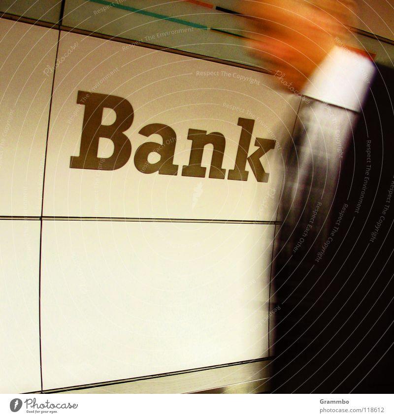 Bank Mann Ferien & Urlaub & Reisen Bewegung Business Arbeit & Erwerbstätigkeit Geschwindigkeit Schriftzeichen Buchstaben Ziel Geldinstitut Beruf Hemd U-Bahn