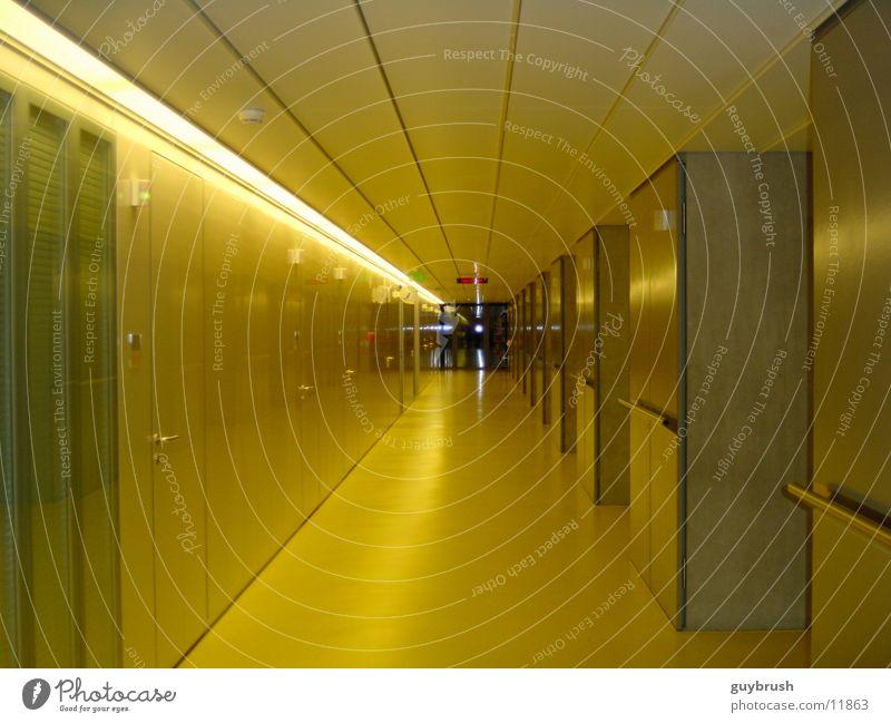 corridor Flur Krankenhaus gelb Architektur Gang