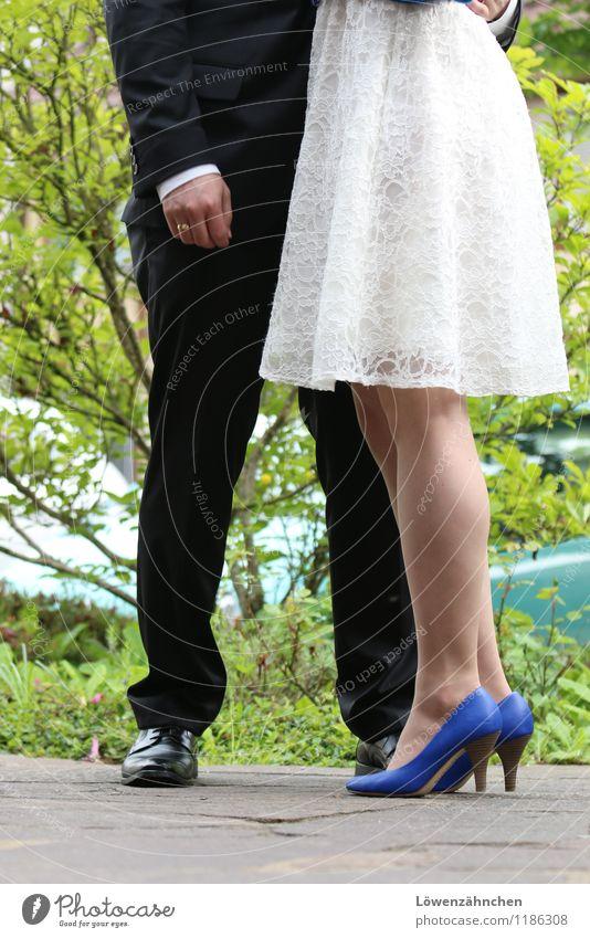 wedding details IV Mensch maskulin feminin Junge Frau Jugendliche Junger Mann Paar Partner 2 18-30 Jahre Erwachsene Kleid Anzug Leder Brautkleid Spitze Ring