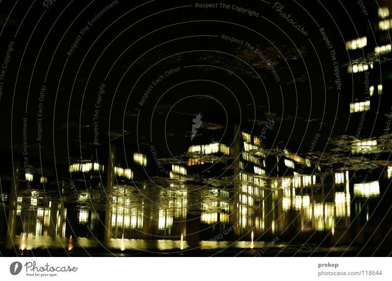 Urban Frost Fenster Licht Reflexion & Spiegelung Eisscholle Spree Nacht dunkel Bürogebäude falsch Kunstlicht Arbeit & Erwerbstätigkeit kalt nass feucht unklar