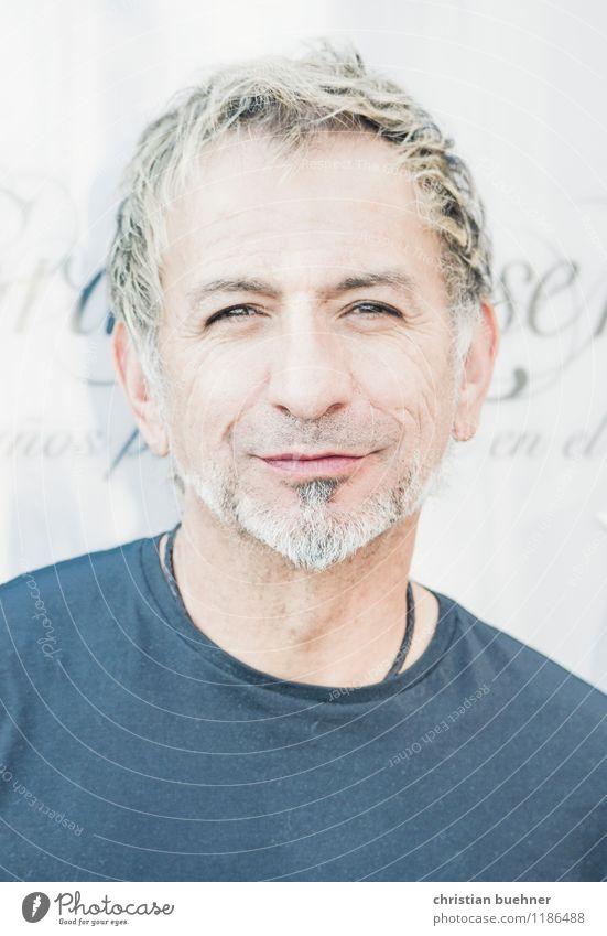 likeable guy Mann Erwachsene Gesicht 1 Mensch 45-60 Jahre Künstler blond weißhaarig kurzhaarig Dreitagebart Lächeln Blick authentisch Freundlichkeit