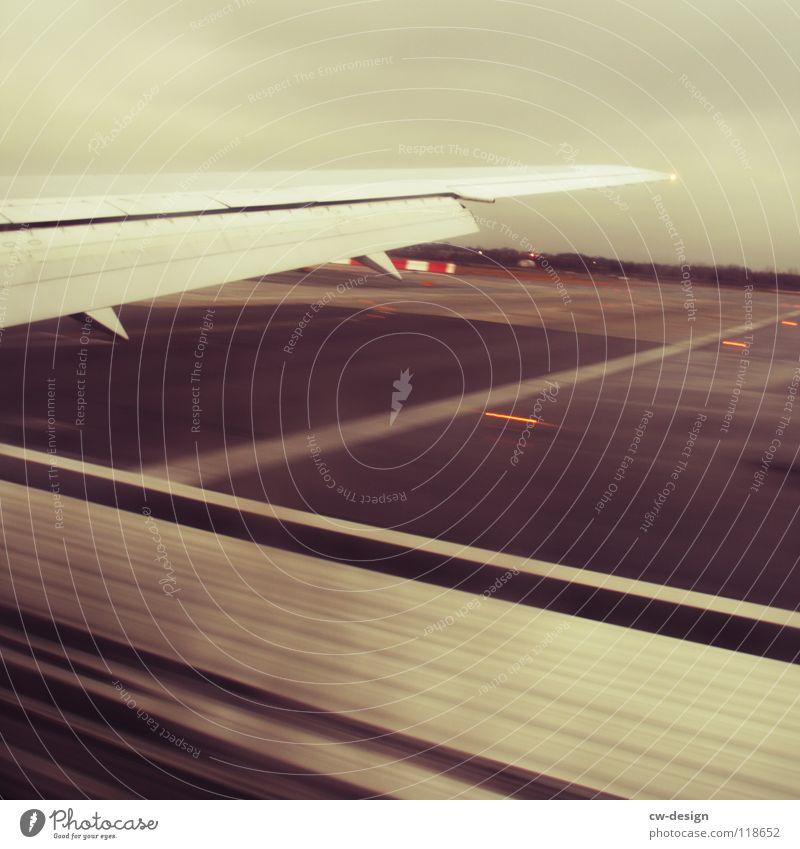 am tag der ankunft am ankunftsort... Flughafen Flugzeuglandung Landen Landebahn Tragfläche Bewegungsunschärfe Ankunft John F. Kennedy Airport Rollfeld