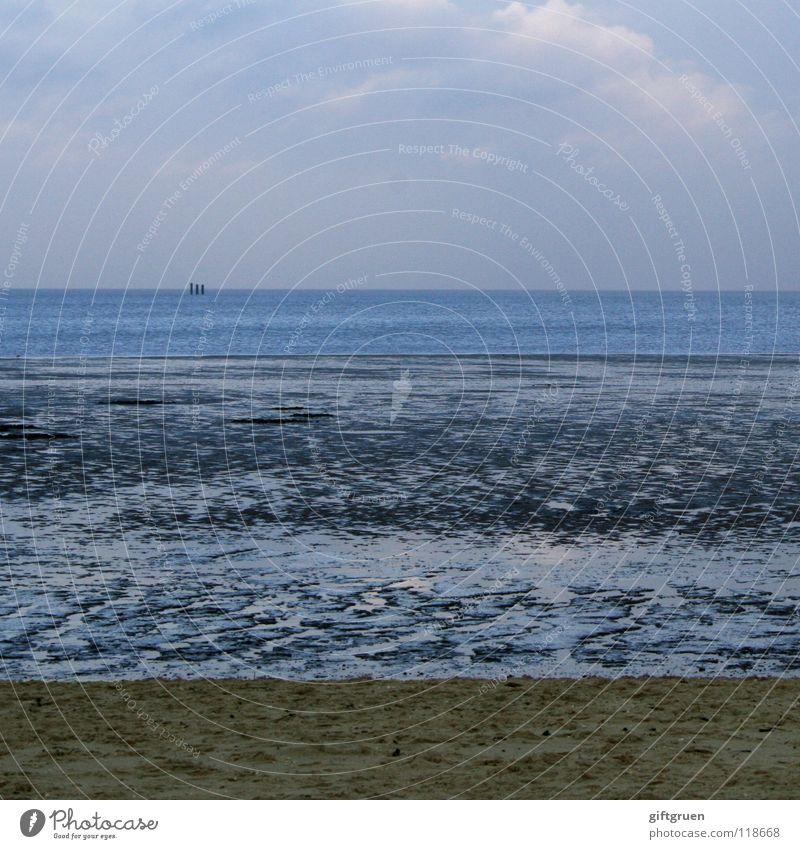 ende der badesaison II Winter Schneelandschaft Meer Wellen Horizont Wolken dunkel Küste Strand schlechtes Wetter Einsamkeit kalt Wasserfahrzeug Ferne leer