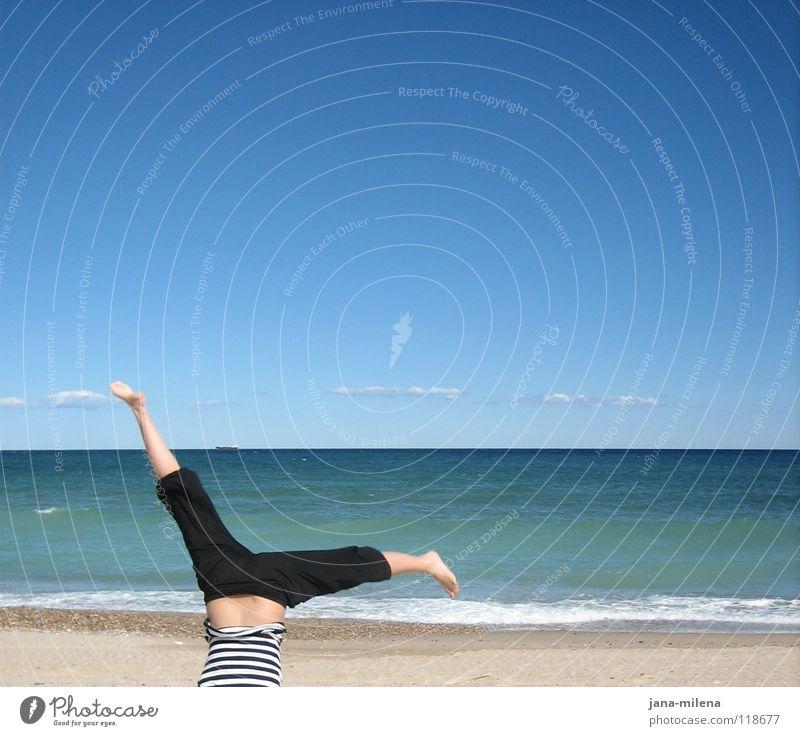 Yeah... :-) Meer Wolken Sommer Herbst Schönes Wetter Strand Ferien & Urlaub & Reisen Spanien Kopfstand Handstand Hose Luft verkehrt entgegengesetzt gestreift