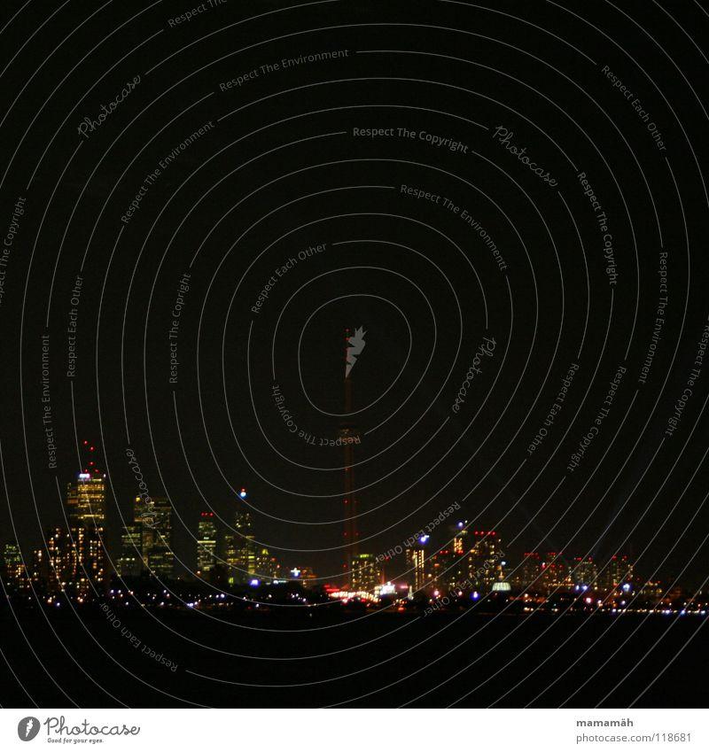 Torontos Skyline bei Nacht dunkel Hochhaus Licht Fenster Bürogebäude Haus Stadt Kanada CN Tower Wasser Lampe Fernsehturm