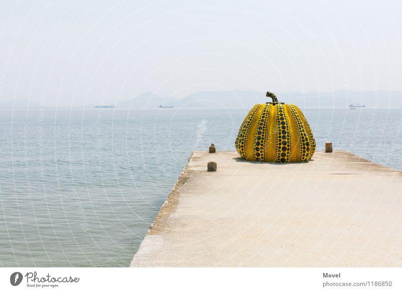 Yellow Pumpkin Tourismus Abenteuer Insel Kunst Ausstellung Museum Kunstwerk Skulptur Kultur Luft Wasser Himmel Sonne Kürbis Küste Bucht Menschenleer