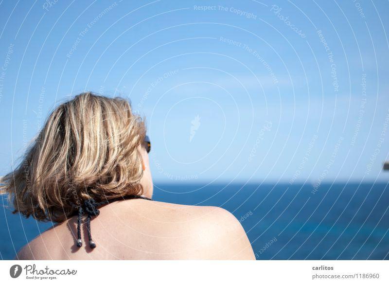 Ein Schiff wird kommen .... Frau Meer Horizont Ferne Aussicht blau Ferien & Urlaub & Reisen mediterran Mallorca Haare & Frisuren Wind wehen Erfrischung Wärme