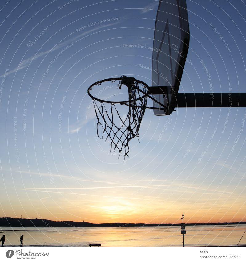 Basketcase Basketball Basketballkorb Korb Sport Strand Sonnenuntergang See Wasser Spielen werfen Gegenlicht Dämmerung Schatten Reflexion & Spiegelung