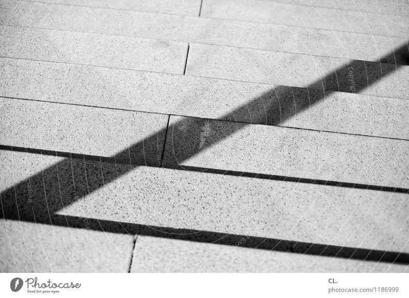 gegenbewegung Schönes Wetter Treppe Wege & Pfade Linie abwärts aufwärts Stein eckig Wachstum Ziel Schwarzweißfoto Außenaufnahme abstrakt Menschenleer Tag Licht