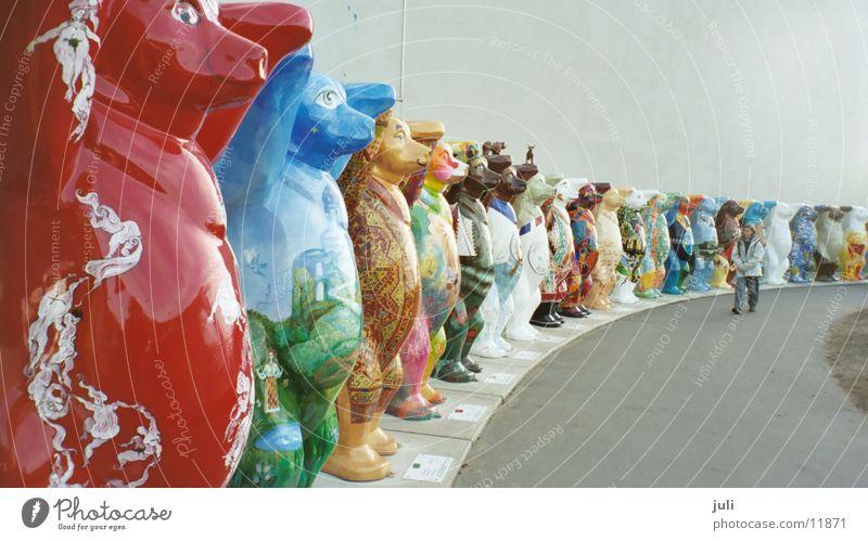 Berliner Bären Ausstellung Messe Kreis Amerika mehrfarbig Arme hoch