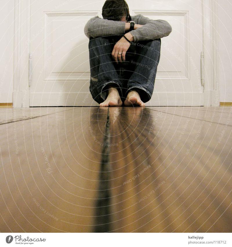 wo sind meine socken? Mensch Mann ruhig Haus Erholung Holz Denken träumen Gebäude Zufriedenheit Tür sitzen Wohnung liegen frei Coolness