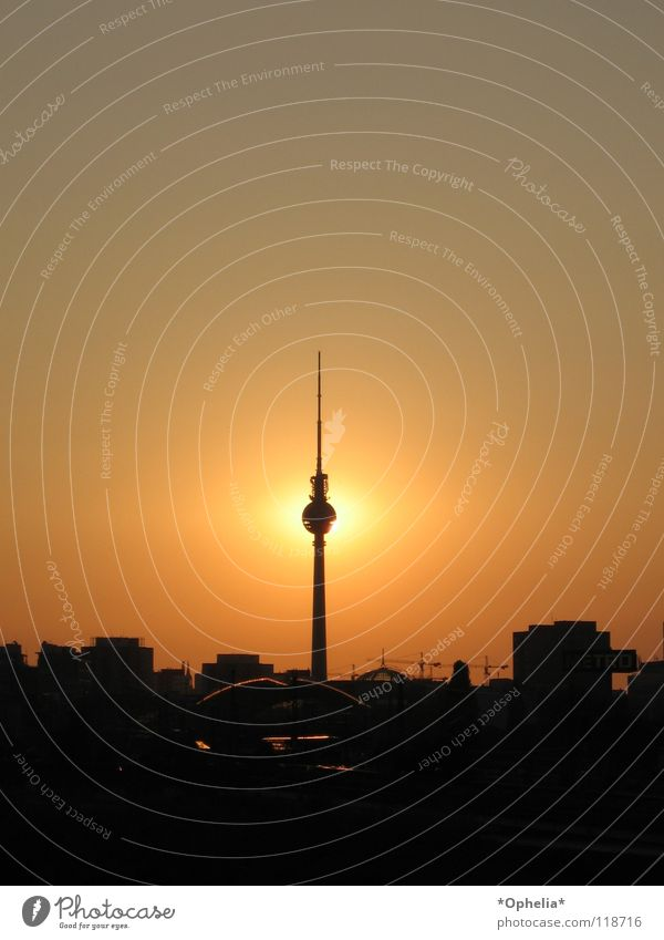 Berlin...Berlin... Stadt Wahrzeichen Denkmal sun black orange dream Fernsehen
