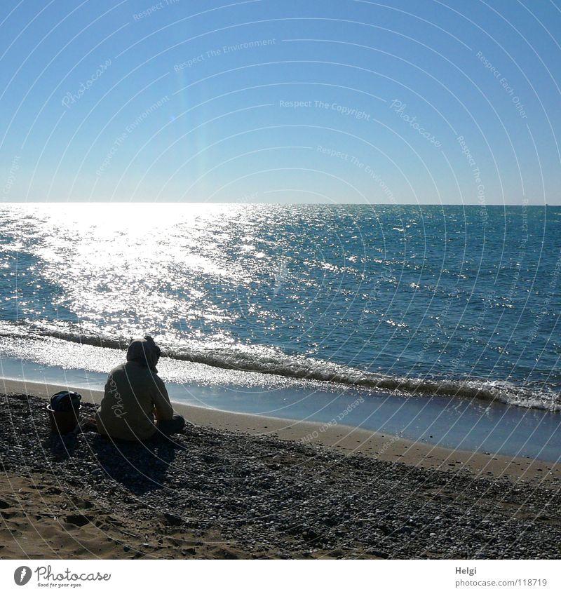 einsam... Mensch Mann Wasser Himmel weiß Sonne Meer blau Strand Ferien & Urlaub & Reisen schwarz Einsamkeit Bewegung träumen Stein See