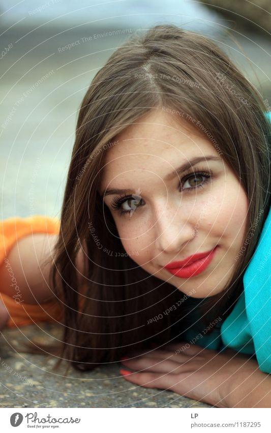Jugendliche schön Junge Frau ruhig Gesicht Leben feminin Stil Glück Haare & Frisuren Mode Lifestyle Zufriedenheit elegant Haut Lächeln