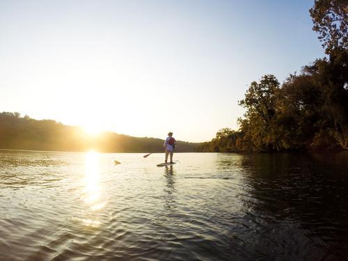 Im Rampenlicht | der Natur Mensch Ferien & Urlaub & Reisen Jugendliche Mann Sommer Sonne Erholung Junger Mann ruhig Freude Ferne Erwachsene Leben träumen