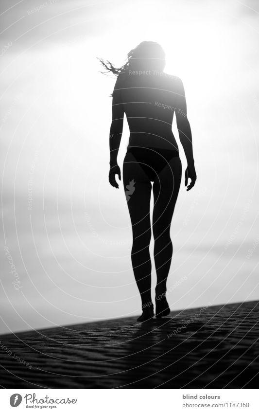 épaule Kunst ästhetisch Zufriedenheit Silhouette Frau Frauenrücken Profil Frauenkörper stehen Wüste Sand Akt Weiblicher Akt nackt Nackte Haut Beine Erotik