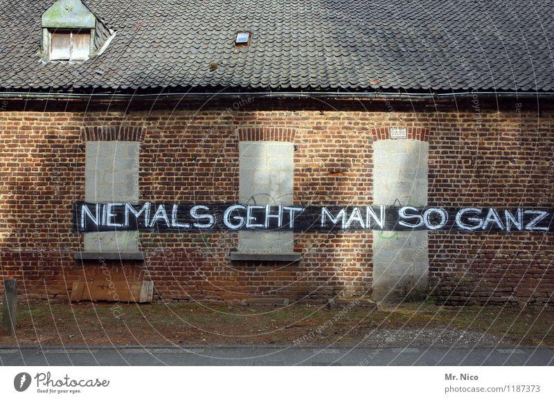 time to say goodbye Einsamkeit Haus Fenster Wand Graffiti Gebäude Mauer Tür trist Dach Hoffnung verfallen Dorf Bauernhof Unbewohnt Verzweiflung