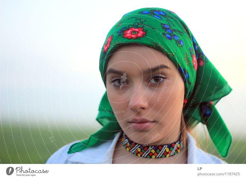 ein Blick 1 Mensch Jugendliche schön Junge Frau Erholung ruhig Freude Gesicht Leben feminin Stil Gesundheit Feste & Feiern Lifestyle Mode Zufriedenheit