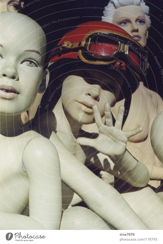 Hola Chica! Schaufenster Schaufensterpuppe Helm Fliegerbrille nackt Gruß rot Hand Dekoration & Verzierung Mensch Puppe Tod Mode