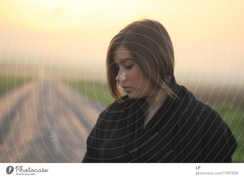 Mensch Jugendliche schön Junge Frau ruhig Ferne Gesicht Traurigkeit Gefühle feminin Stil Lifestyle Haare & Frisuren Zufriedenheit Wachstum elegant