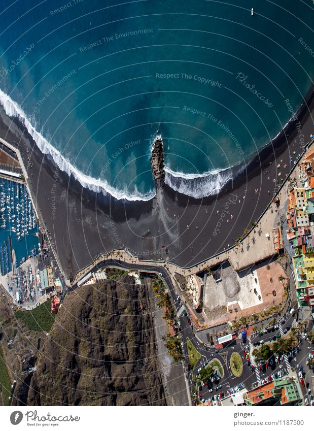 La Palma - Puerto de Tazacorte Wasser Klima Wetter Schönes Wetter Küste Strand Bucht Meer Atlantik Stadt Hafenstadt Haus Blick Engel Luft Vogelperspektive