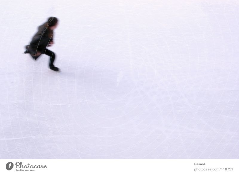 Wie der Wind Schlittschuhlaufen Winter Wintersport Freizeit & Hobby Schlittschuhe weiß schwarz kalt Mantel Geschwindigkeit Silhouette Sport Spielen Eislauf