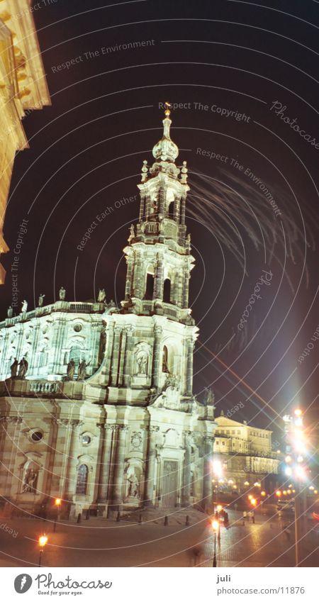 Kathetrale in Dresden Nacht Licht Langzeitbelichtung dunkel Gotteshäuser Religion & Glaube