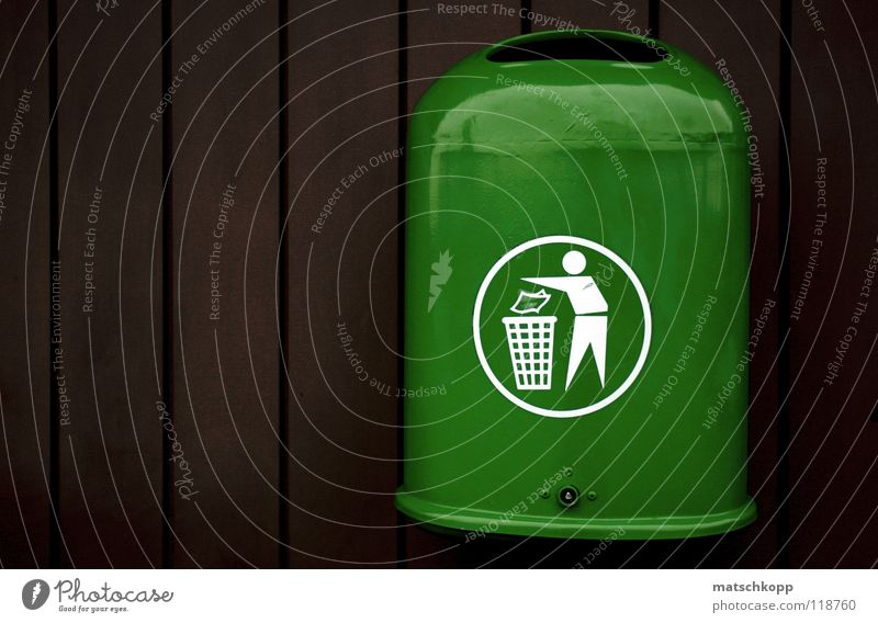 Trash? grün Winter schwarz dunkel kalt oben Holz Luft braun glänzend Schilder & Markierungen frisch Kreis Streifen trashig hängen