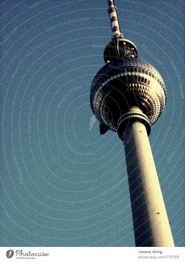 fernsehturm. Himmel blau Berlin Kunst groß hoch Fernsehen Turm Denkmal Wahrzeichen Berliner Fernsehturm Sehenswürdigkeit Alexanderplatz