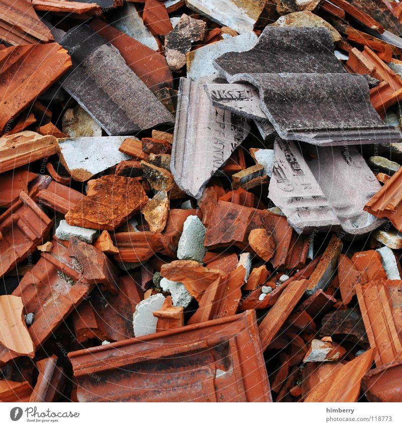 scherbencase.de Stein Dach kaputt Baustelle Müll Backstein obskur Demontage Scherbe Schrott Mineralien Dachziegel Bauschutt Dachdecker Dachdecken