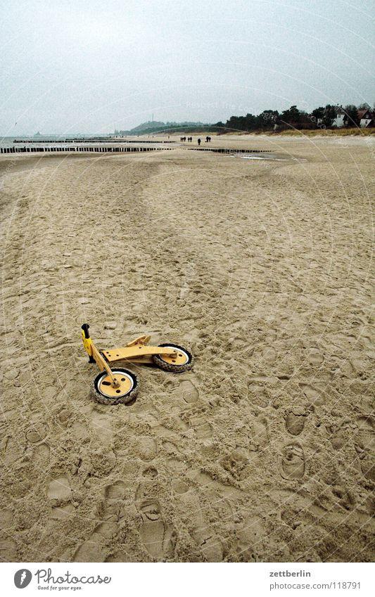 Rallye Bansin-Ahlbeck Wasser Meer Strand Spielen Sand Küste Kindheit Freizeit & Hobby Fahrrad liegen Spielzeug Ostsee verloren Rolle vergessen verlieren