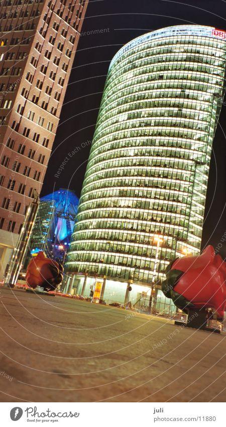 Potsdamer Platz Nacht Langzeitbelichtung Rose Architektur Berlin verrückt