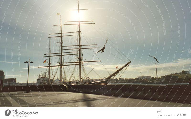 Segelschiff Wasserfahrzeug Schifffahrt Hafen Hansestadt Hamburg Sonne