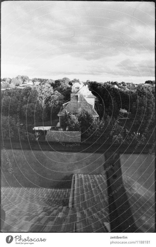 Borgsdorf, 1984 Dach Haus Einfamilienhaus Reihenhaus Stadt Dorf Kleinstadt Wohnsiedlung Sommer Abend Dämmerung Himmel Wolken Licht Schatten Dachfenster Nachbar