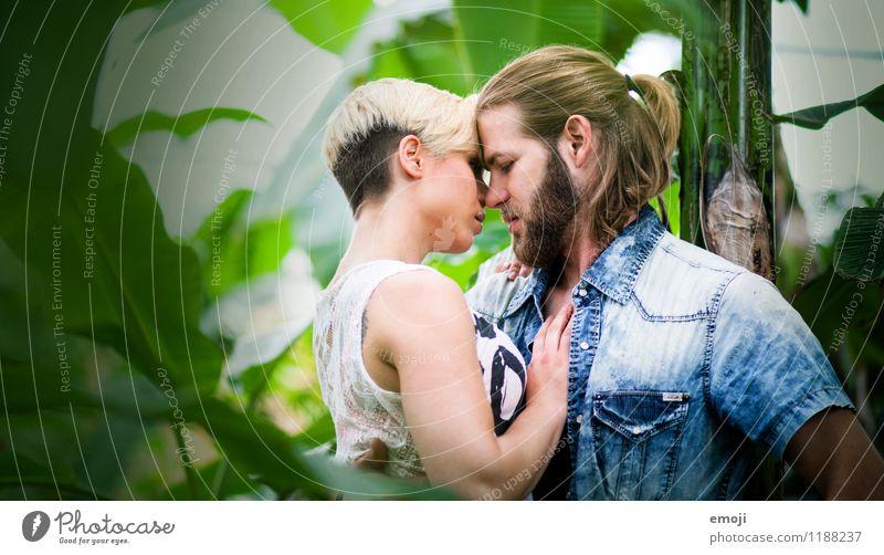 Naturliebe maskulin feminin Junge Frau Jugendliche Junger Mann Paar 2 Mensch 18-30 Jahre Erwachsene Zusammensein schön einzigartig Liebe Intimität Farbfoto