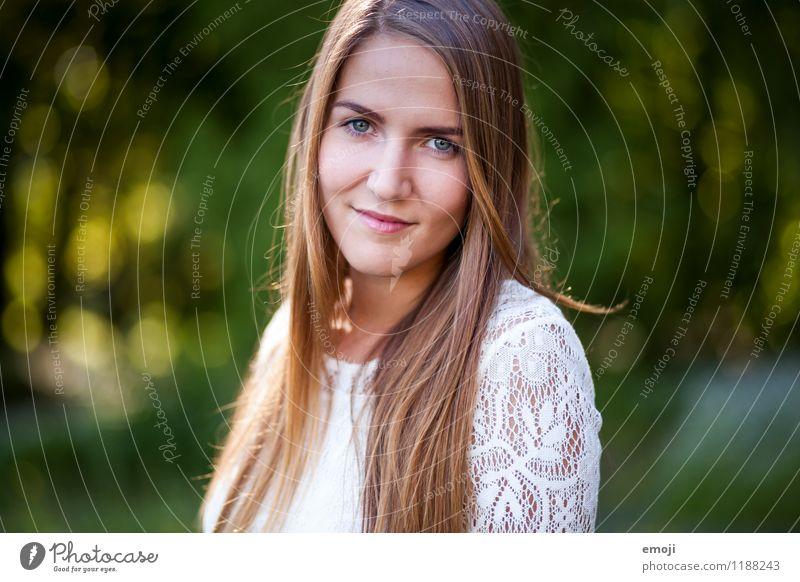jolie feminin Junge Frau Jugendliche Gesicht 1 Mensch 18-30 Jahre Erwachsene brünett langhaarig Fröhlichkeit Glück schön natürlich Lächeln Farbfoto