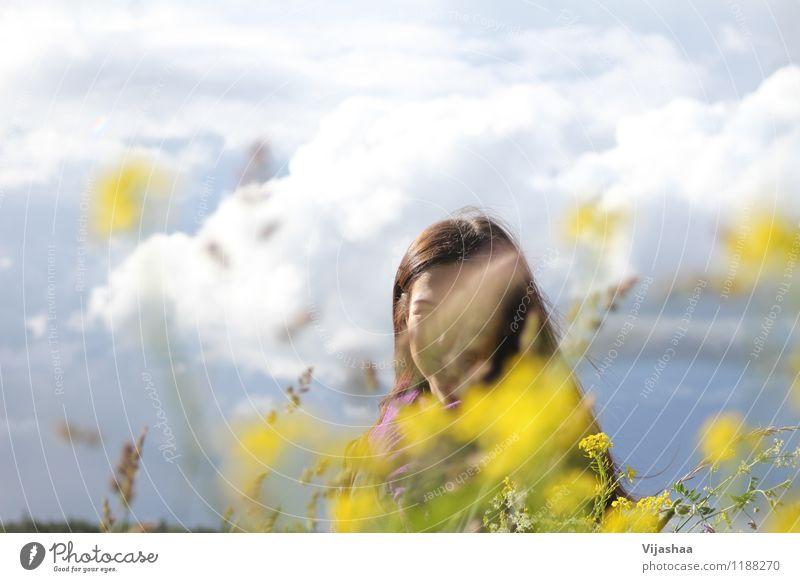 Hochsommer- Mensch Himmel Natur Ferien & Urlaub & Reisen Jugendliche schön Sommer Junge Frau Sonne Blume Landschaft Wolken 18-30 Jahre Erwachsene Umwelt Leben