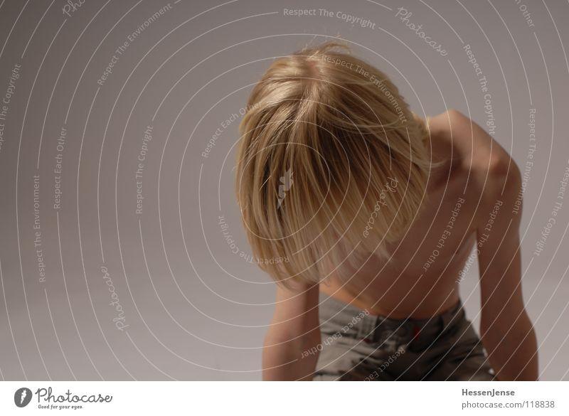 Haare 4 blond Oberkörper Geschwindigkeit Gefühle Eile Ärger Bewegung Hass Freude Haare & Frisuren stark Schwäche Langeweile schön Energiewirtschaft Hin her