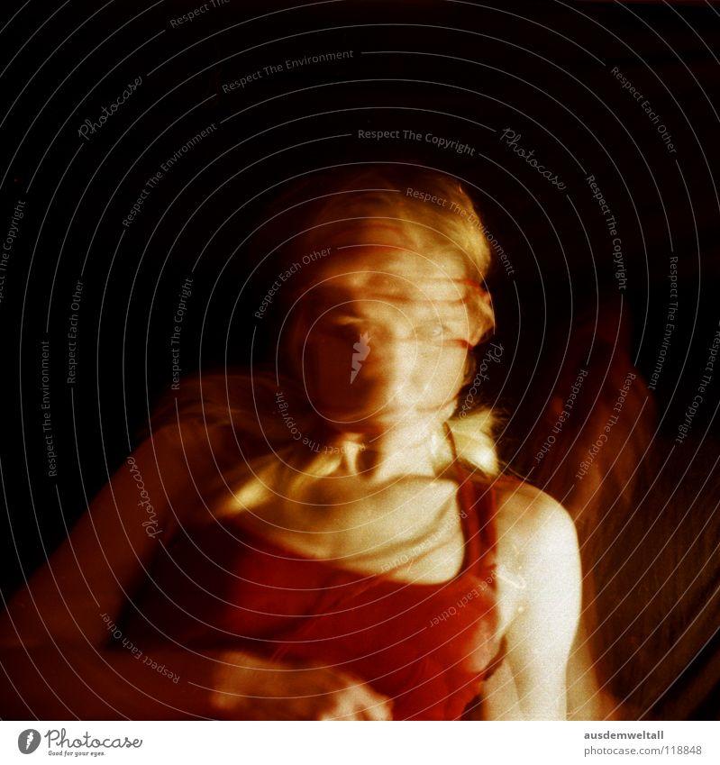 In Between feminin Hand rot schwarz Langzeitbelichtung Gefühle analog Mensch self Bewegung negativscan color Farbe frau. oberkörper Haare & Frisuren