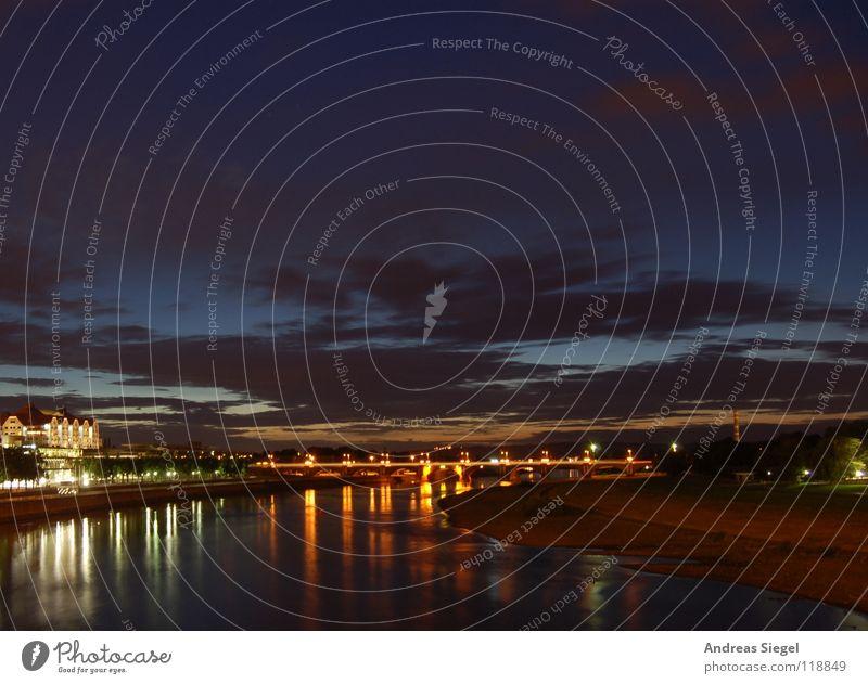 Elbabwärts Dresden Stadt Wolken Nacht dunkel Reflexion & Spiegelung Laterne Licht fließen Elektrizität Sonnenuntergang Horizont Fluss Bach Himmel Elbe Abend