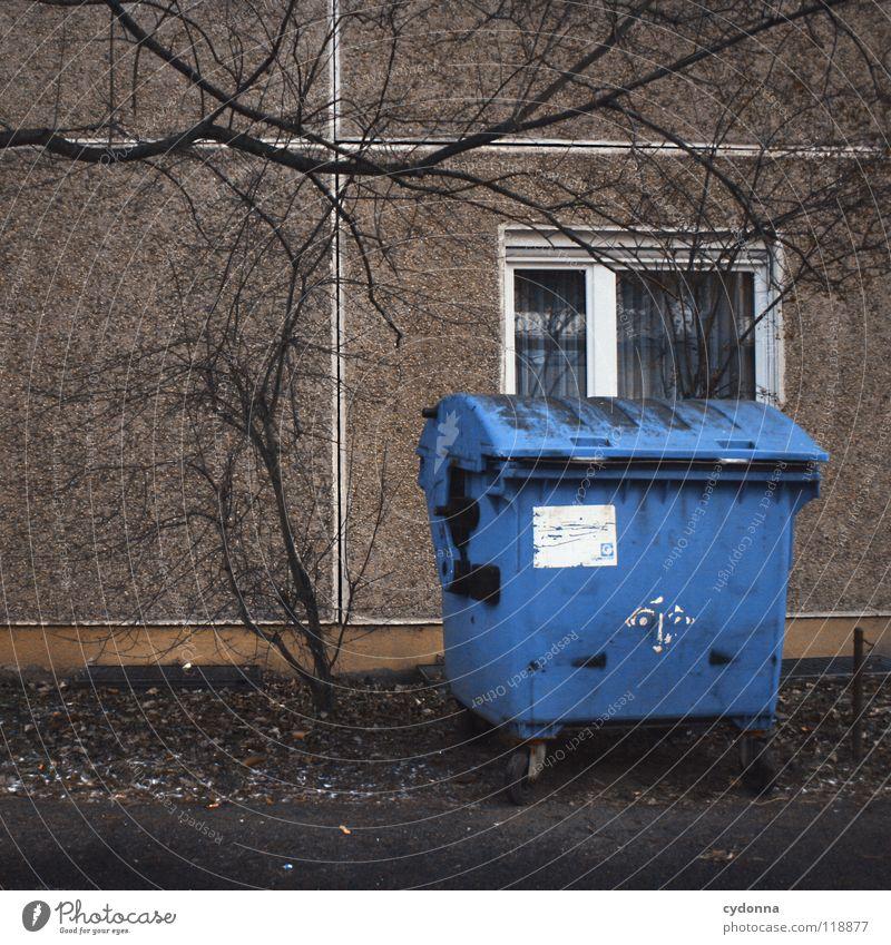 AB IN DIE TONNE Natur Stadt alt blau Ferne Umwelt Leben Arbeit & Erwerbstätigkeit Wohnung Häusliches Leben Dinge Müll Dienstleistungsgewerbe Sammlung trashig